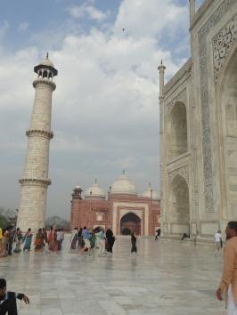 minarete levemente inclinado