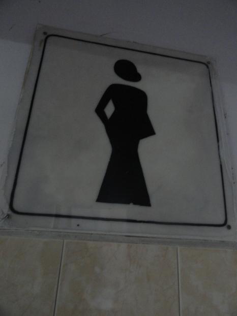 Placa no banheiro