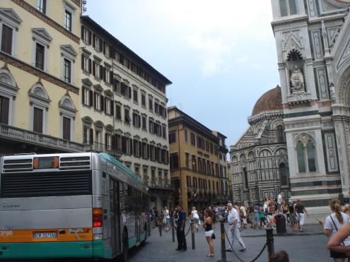 Rua que dá no Duomo
